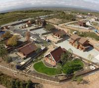 Преимущества покупки земли в коттеджных поселках перед покупкой участка в деревне