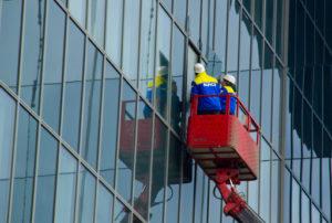 Монтаж стеклянного фасада