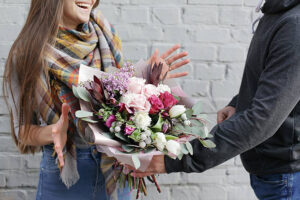 Услуги по доставке цветов